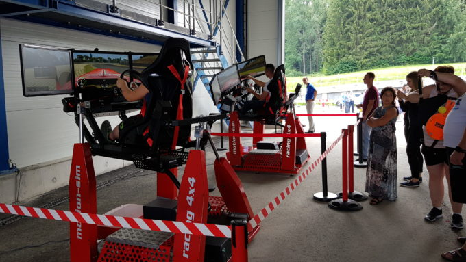 Full Motion Rennsimulator mieten